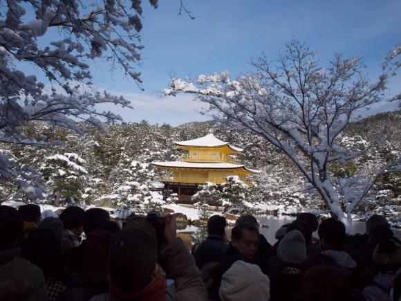 別角度から金閣寺