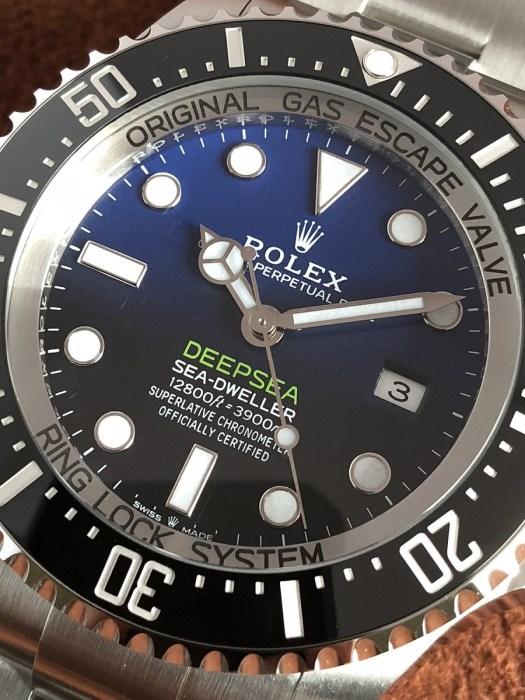 ロレックスシードゥエラーディープシー126660Dブルー文字盤のアップ