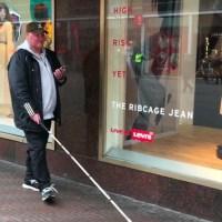 Als blind persoon door Den Haag