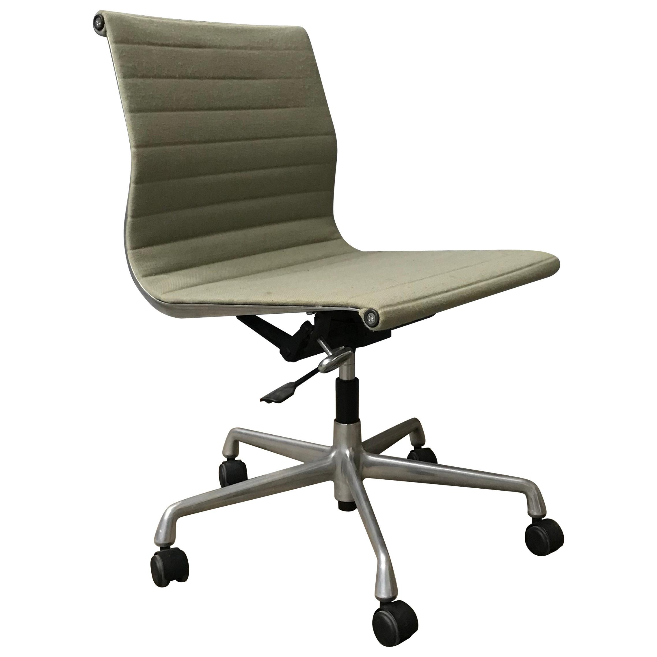 How To Adjust Office Chair 1958 Ray And Charles Eames Fabric Adjust Tilt Office Chair 4 Wheels No Arms