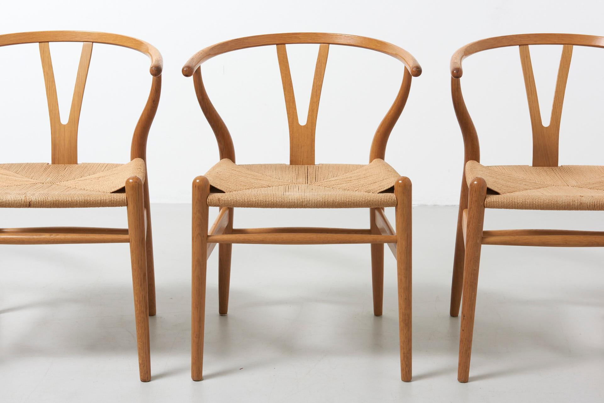 Wishbone Chairs 4 Wishbone Chairs In Oak Ch24 By Hans Wegner For Carl Hansen
