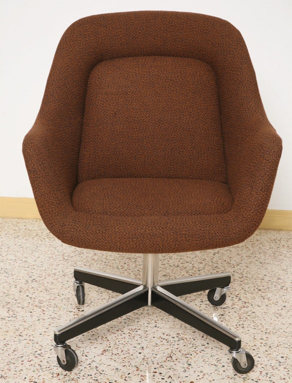 Max Pearson Executive Egg Style Desk Armchair for Knoll at