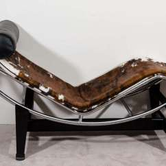 Le Corbusier Chair Futon Folding A Mid Century Lc4 Lounge In Cowhide At 1stdibs 20th For Sale