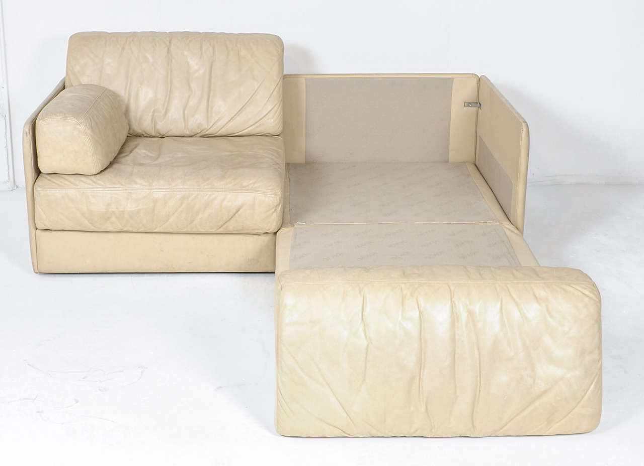 de sede sleeper sofa keter rattan mini corner rare off white ds 76 sectional two seat bed for sale at late 20th century