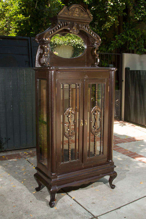 Early 1900s Curio Cabinet For Sale at 1stdibs
