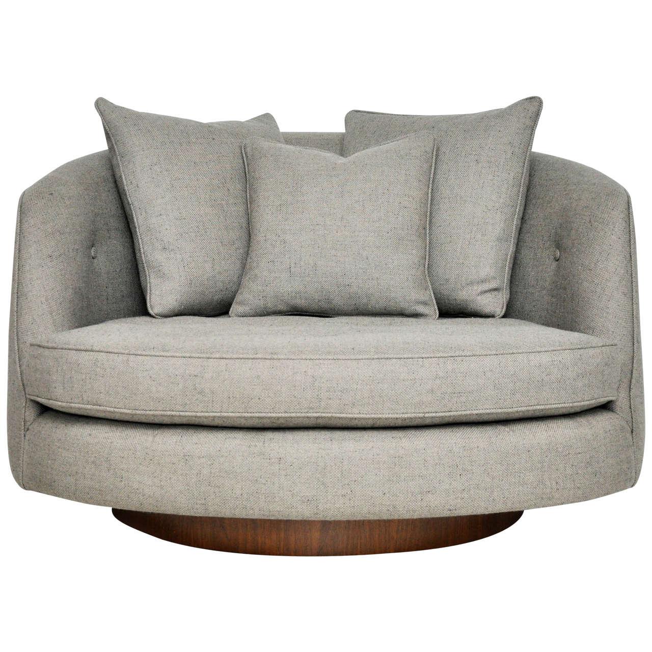 Milo Baughman Large Swivel Chair at 1stdibs