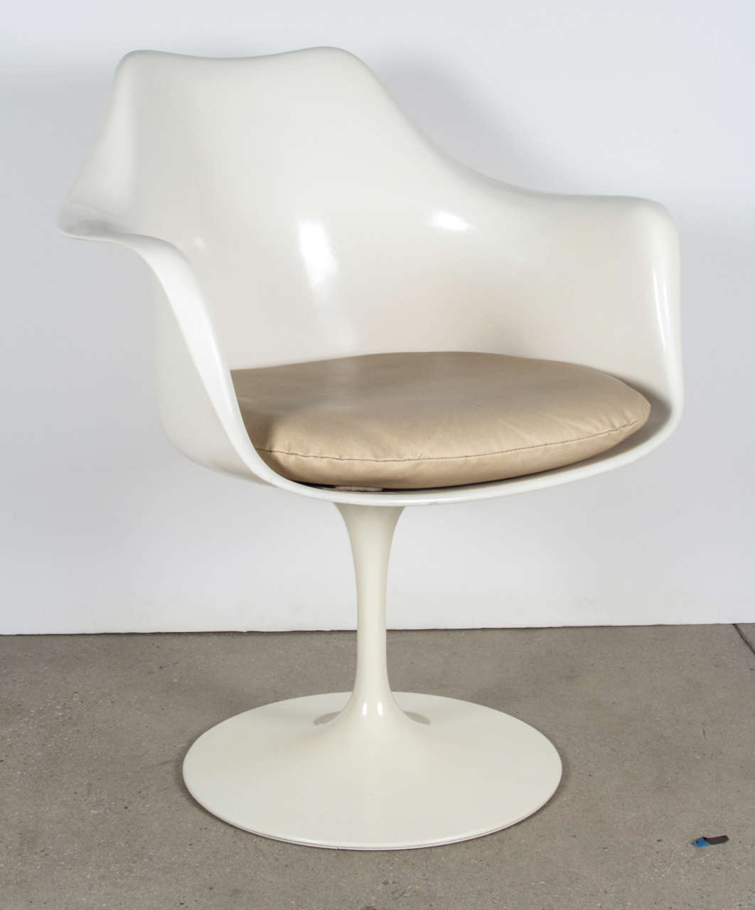 womb chair knock off custom beach chairs knoll tulip price. saarinen 1956 ...