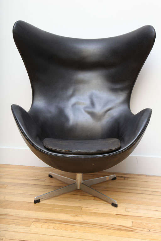 jacobsen egg chair leather dining tables with chairs vintage in original black by arne at 1stdibs mid century modern for sale