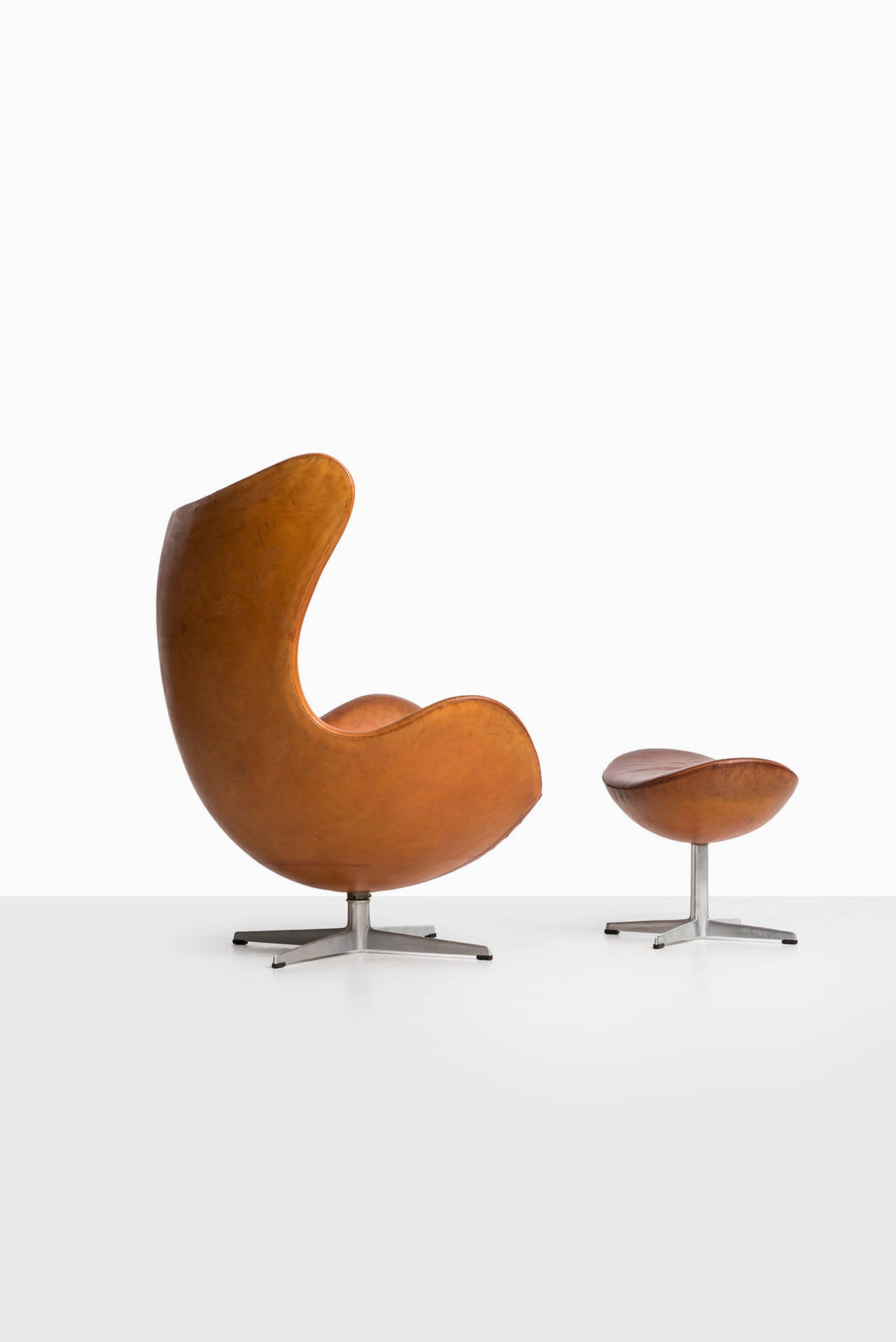Brown Leather Egg Chair Arne Jacobsen Egg Chair In Original Cognac Brown Leather