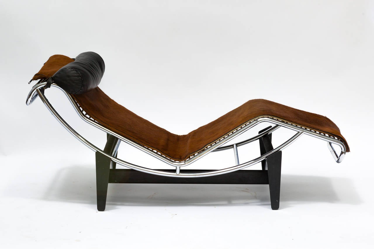 Le Corbusier LC4 Chaise Longue Chair in Cowhide at 1stdibs