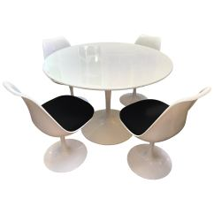 Tulip Table And Chairs Nfl Football Helmet Midcentury Saarinen Style Dining Set Four At 1stdibs