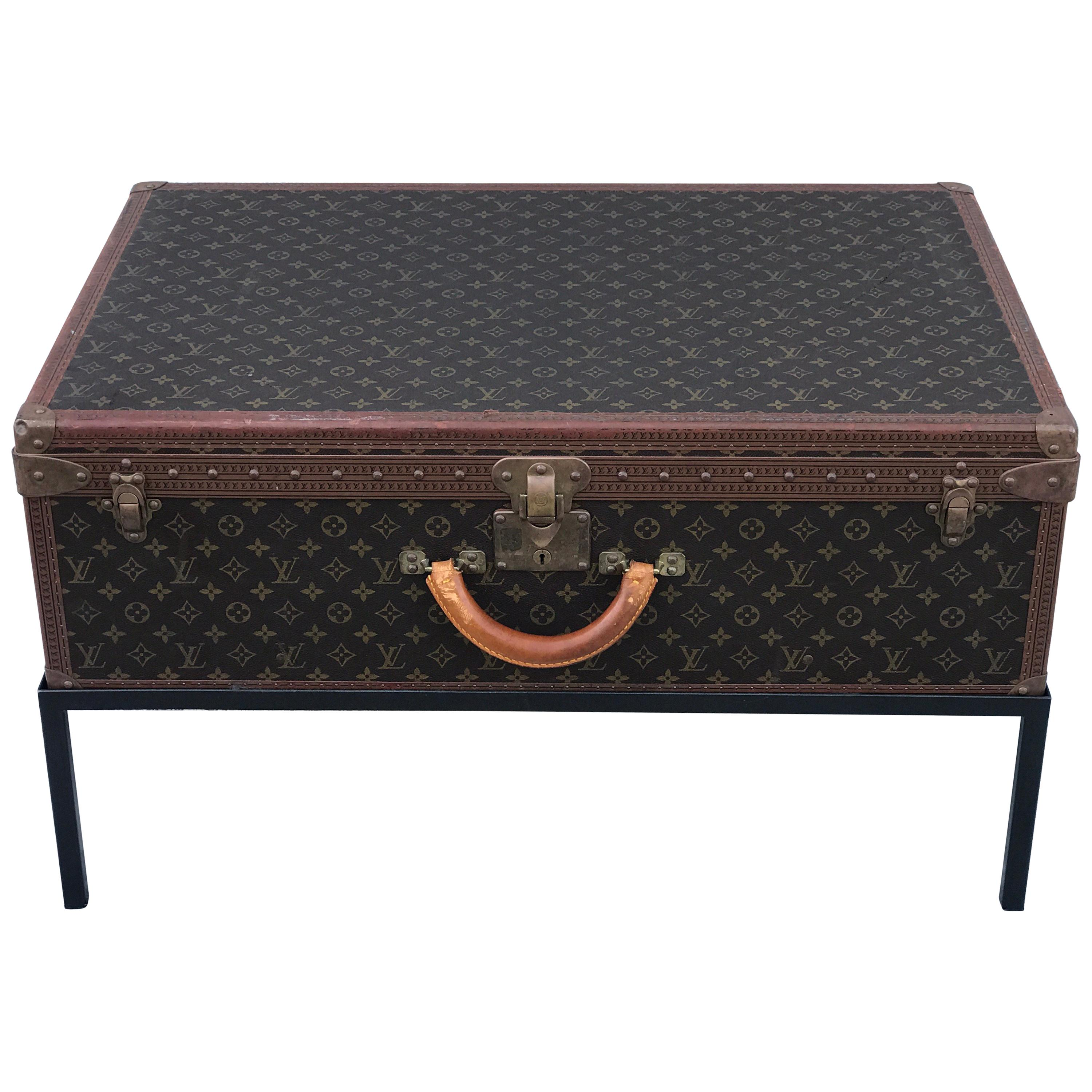 pacific living room coffee table trunk chest color ideas with dark furniture antique and vintage trunks luggage 1 178 for sale at 1stdibs
