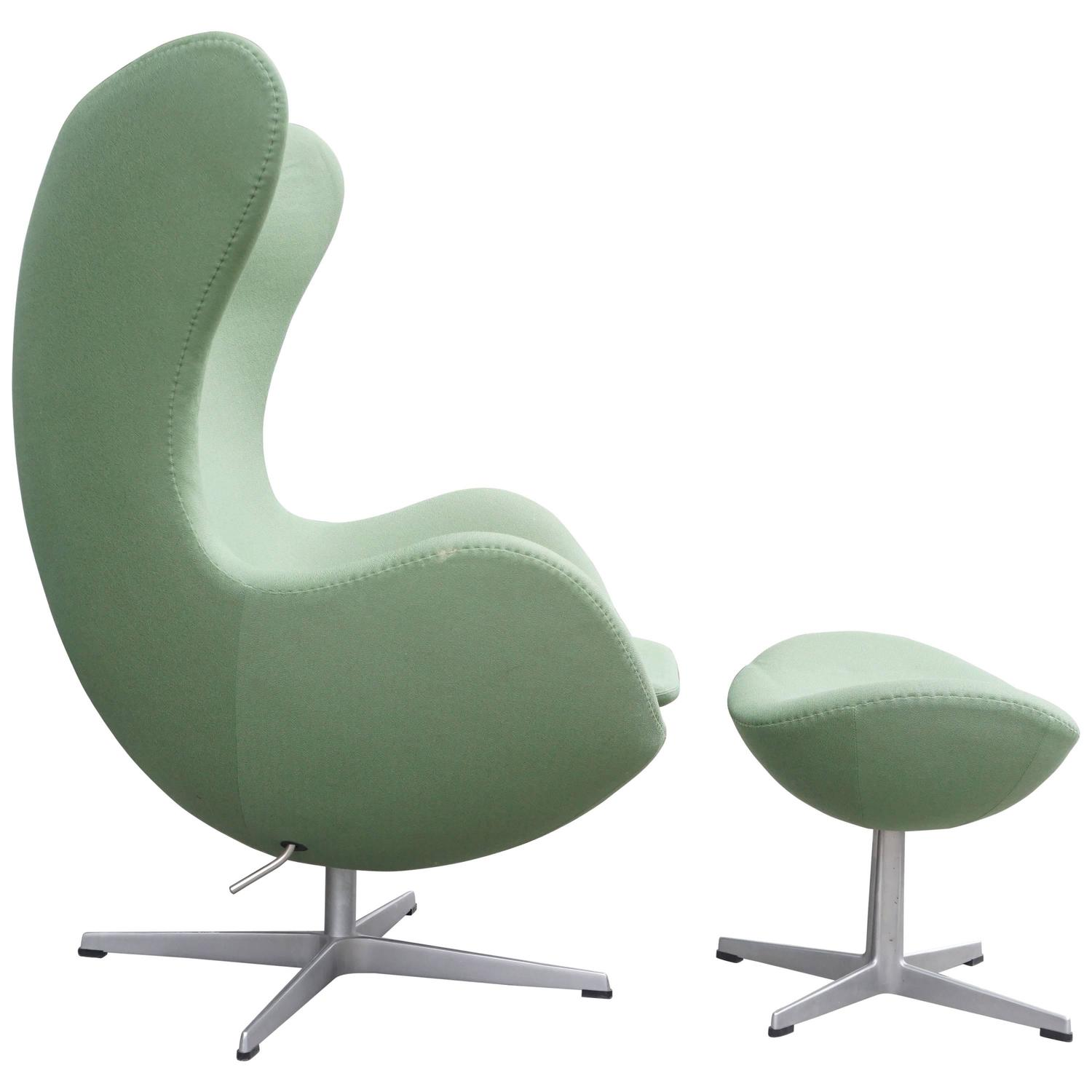 Arne Jacobsen Egg Chair Arne Jacobsen Quotegg Quot Chair With Ottoman At 1stdibs