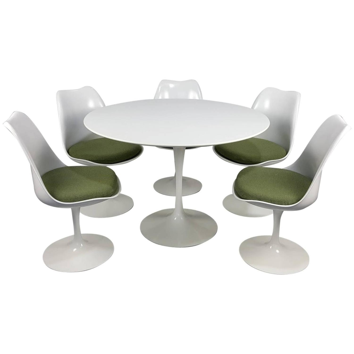 Tulip Table And Chairs Eero Saarinen Tulip Table And Chairs By Knoll Newer