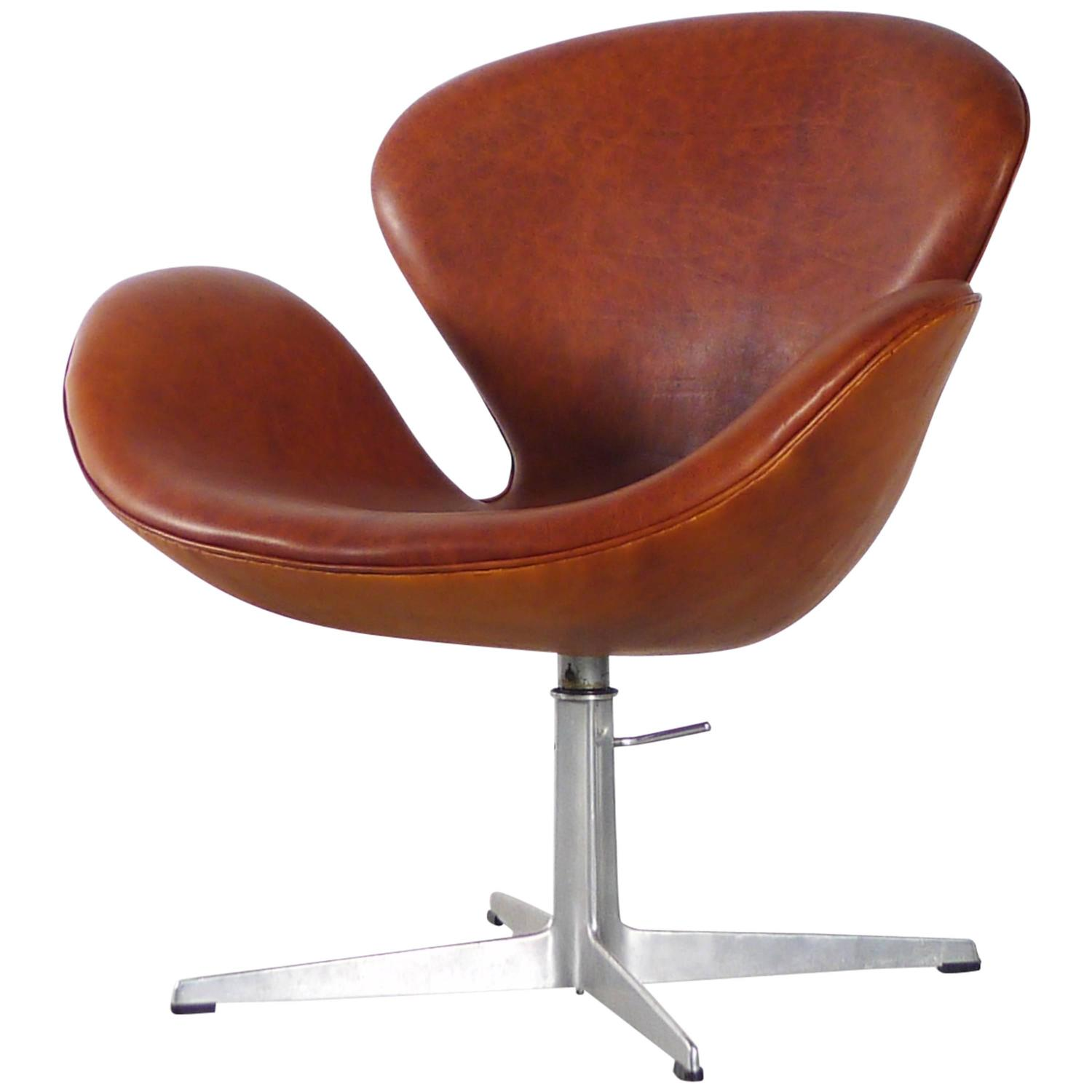 arne jacobsen swan chair tempur pedic office chairs leather for sale at 1stdibs