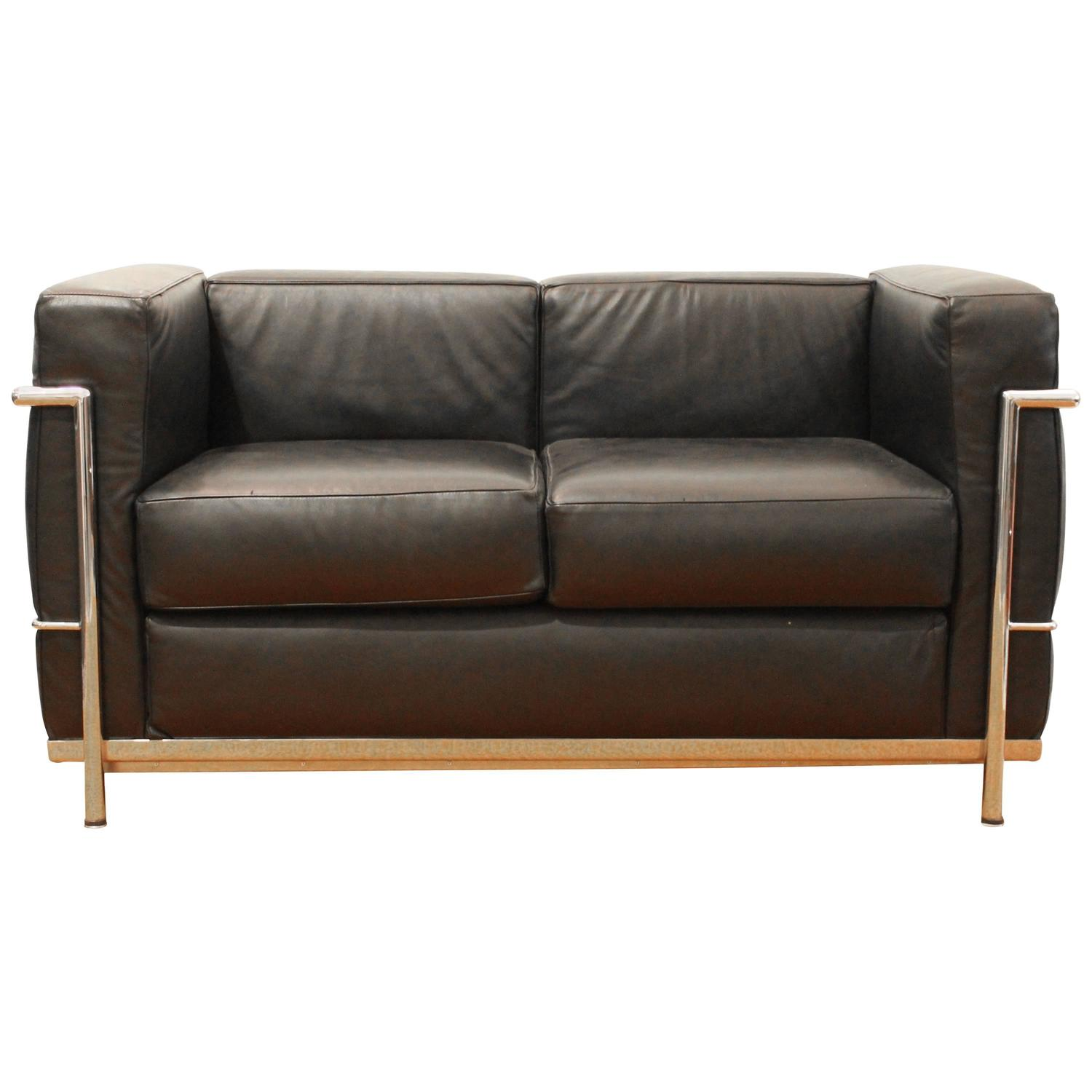 chair design by le corbusier bedroom occasional nz lc2 sofa for alivar sale at 1stdibs