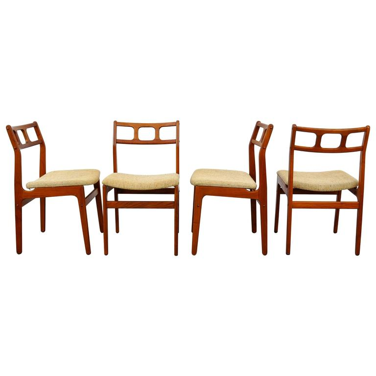 Set Of Four D Scan Teak Dining Chairs At 1stdibs