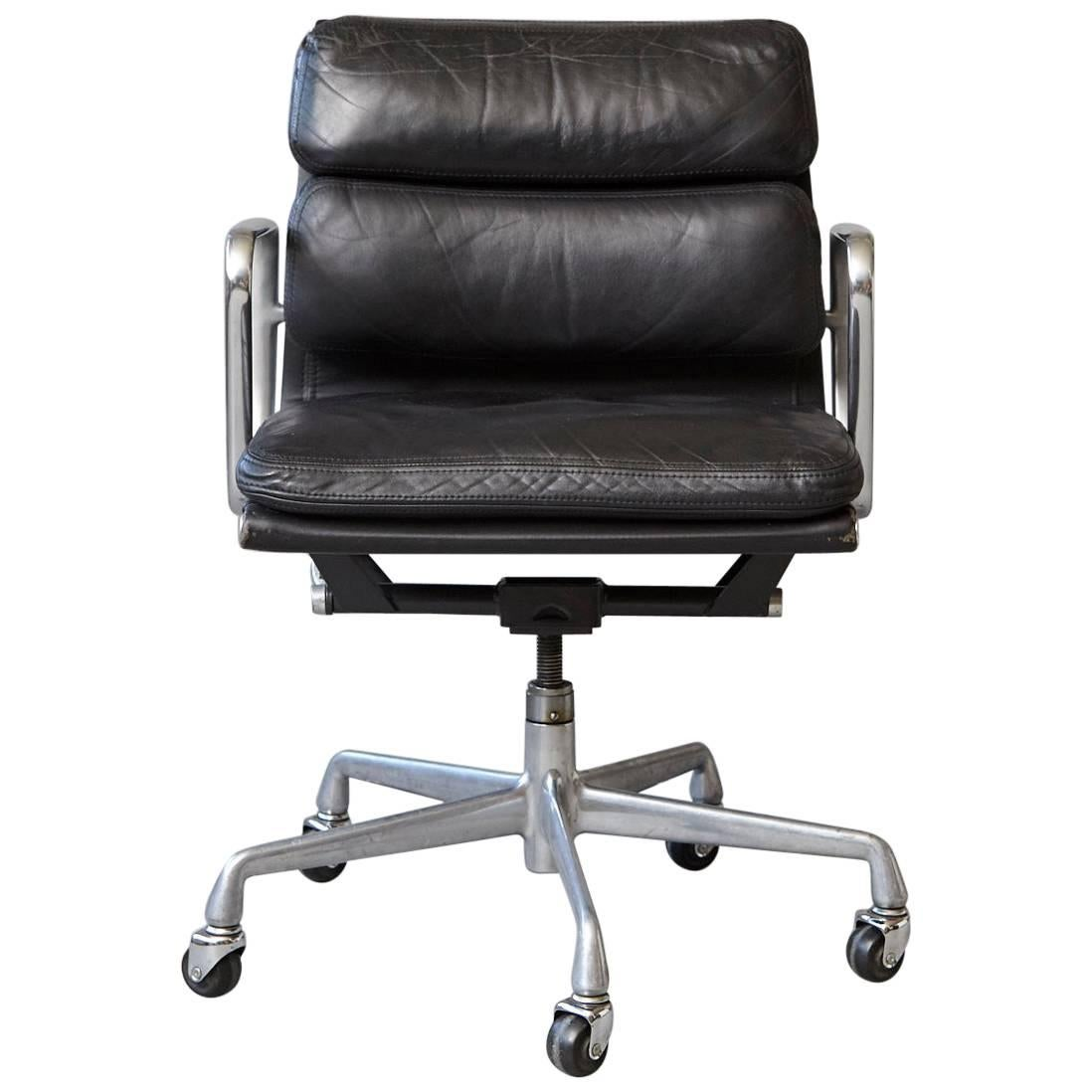 eames aluminum chair low back beach group black leather soft pad on casters for herman miller sale