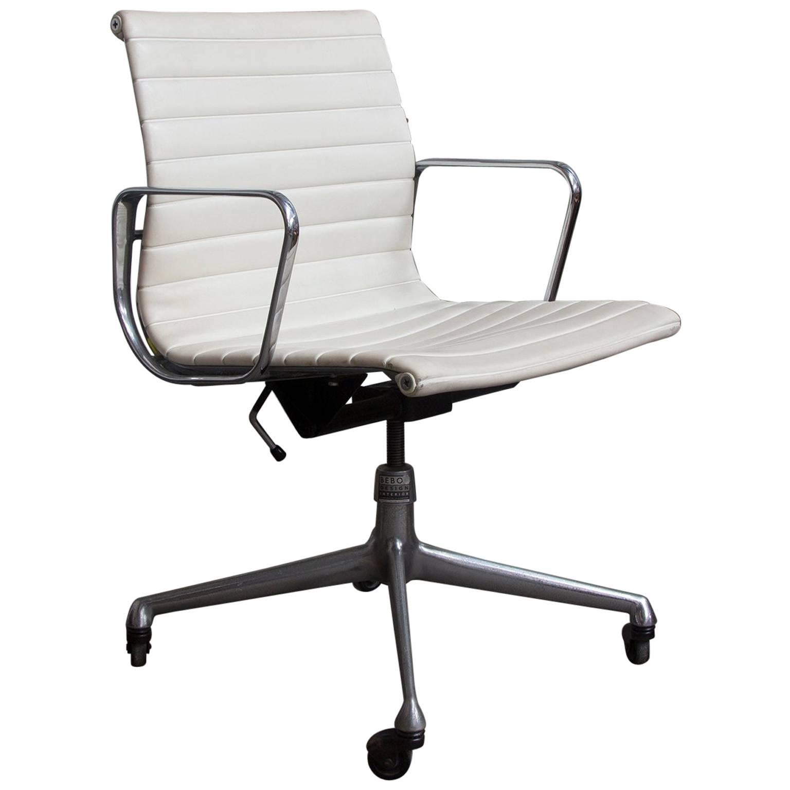 How To Adjust Office Chair 1958 Ray And Charles Eames White Vinyl Adjust Tilt Office Chair Four Wheels