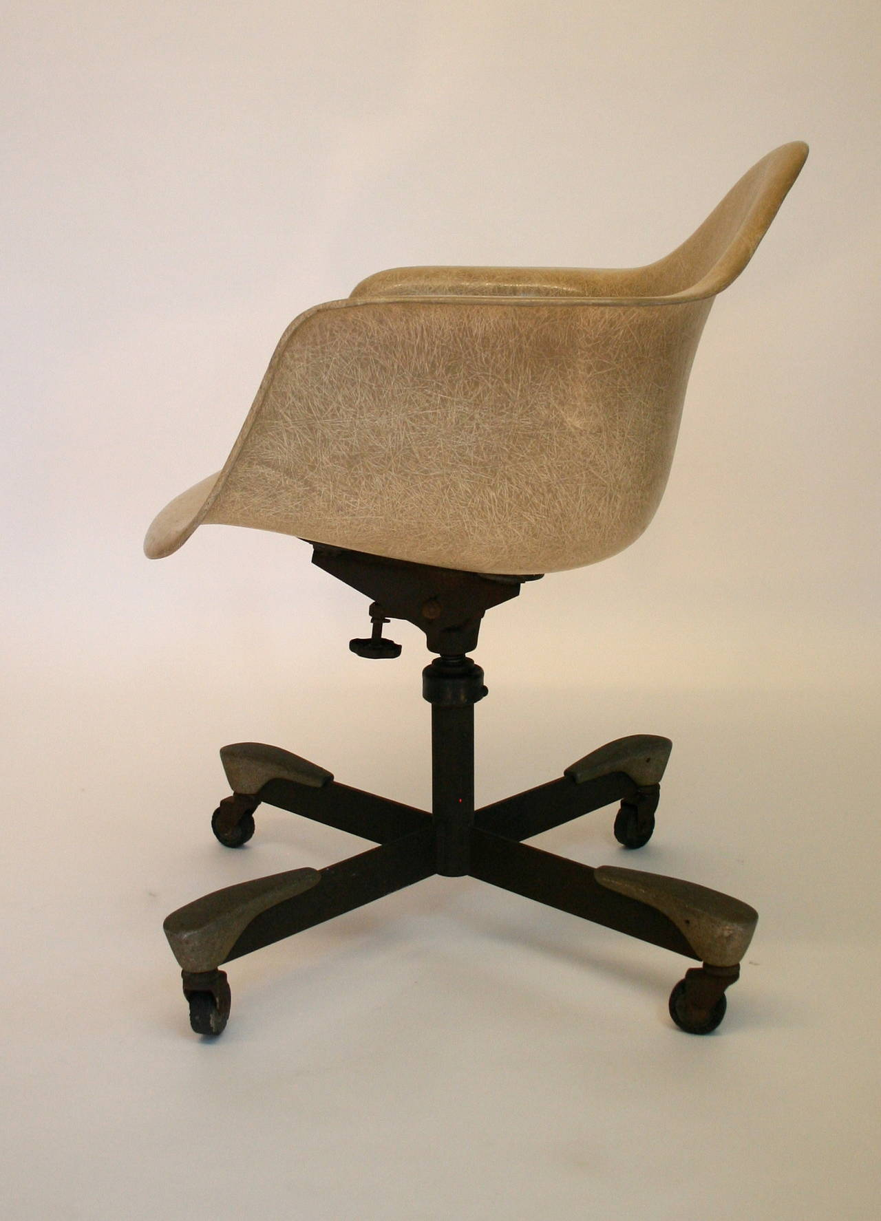 herman miller rolling office chair covers keighley eames fiberglass for at 1stdibs
