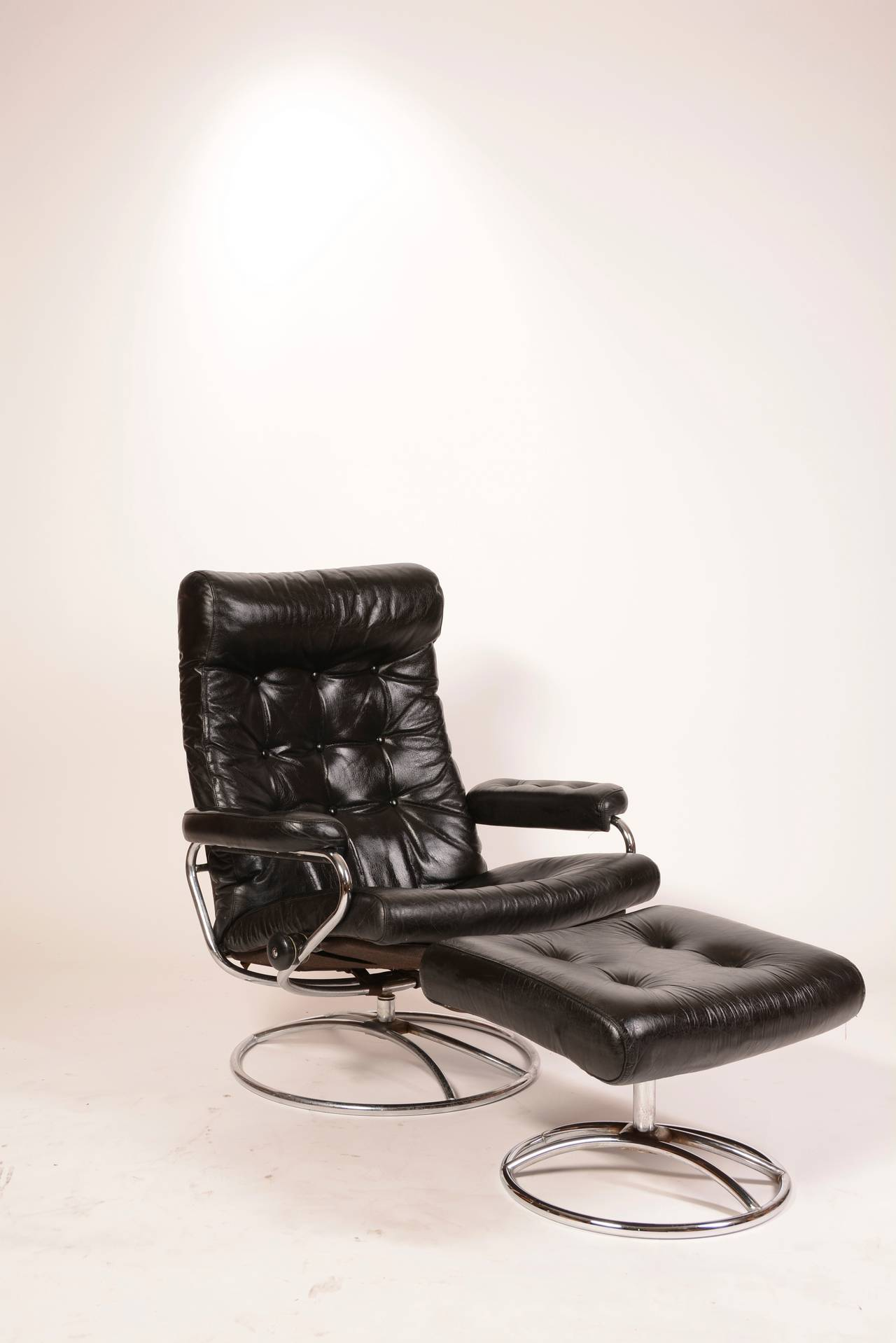 Ekornes Chairs Reclining Stressless Lounge Chair And Ottoman By Ekornes