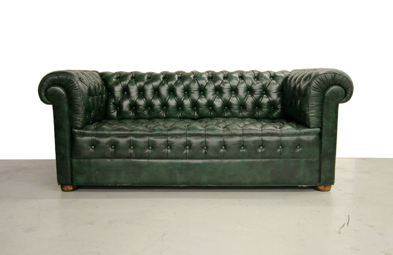 dark green leather sofa l shaped ikea vintage chesterfield at 1stdibs perfect lots of tufting 7ft arm to
