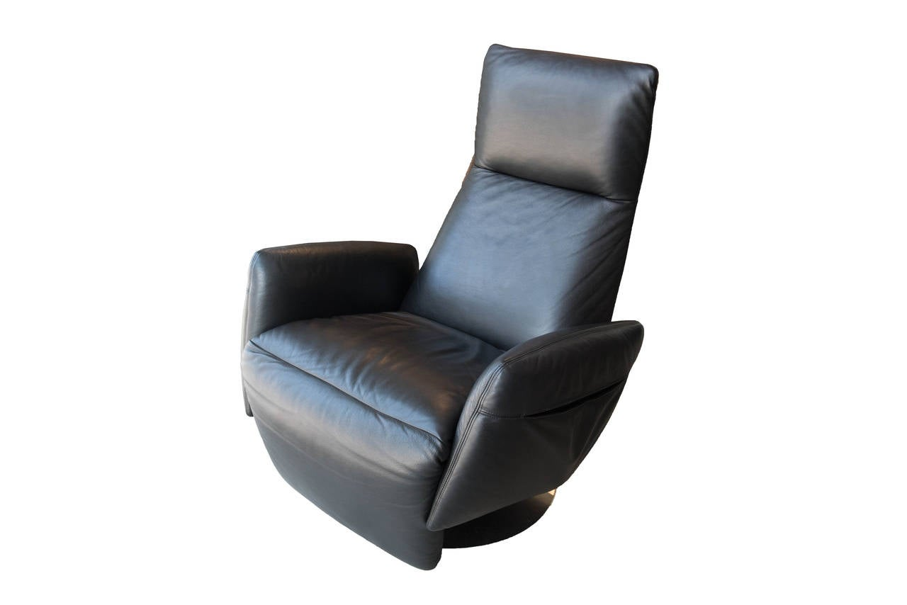 armchair pillow luxury directors chair poltrona frau reclining for sale at 1stdibs