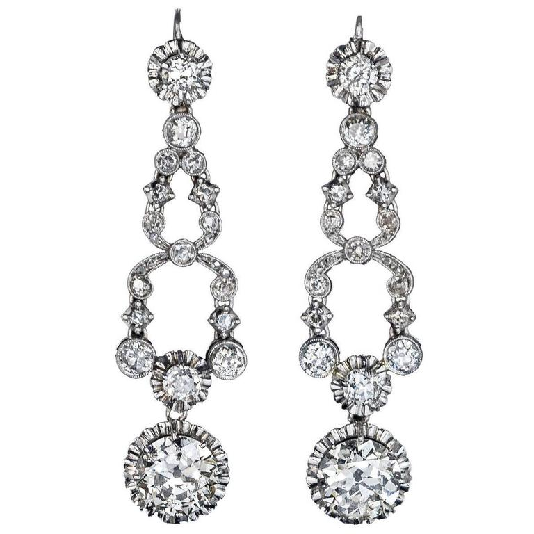 Art Deco Diamond Platinum Dangle Earrings, circa 1920s For