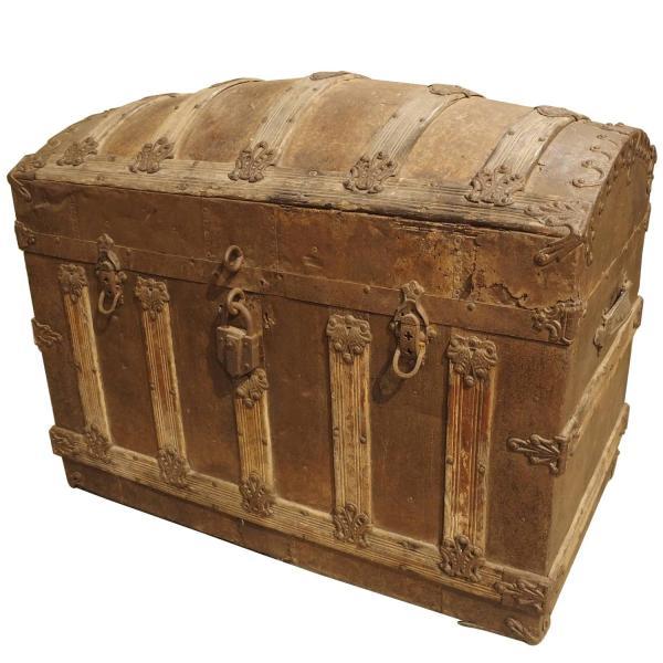 Antique American Barrel Top Travel Trunk Circa 1885 1stdibs