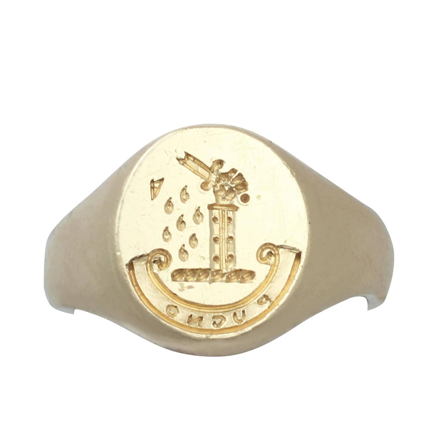 18 ct Yellow Gold Signet Ring  Vintage 1944 at 1stdibs
