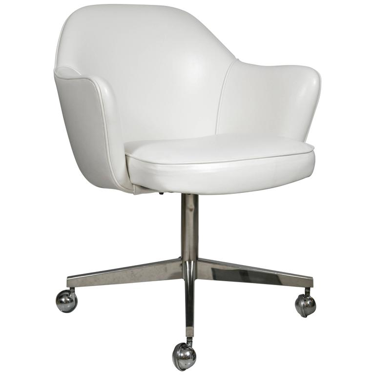 white leather swivel desk chair repair kits for lawn chairs saarinen executive armchairs in base sale