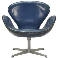 Arne Jacobsen Swan Chair Round Futon Cushion In Original Blue Leather By Fritz Hansen At For Sale