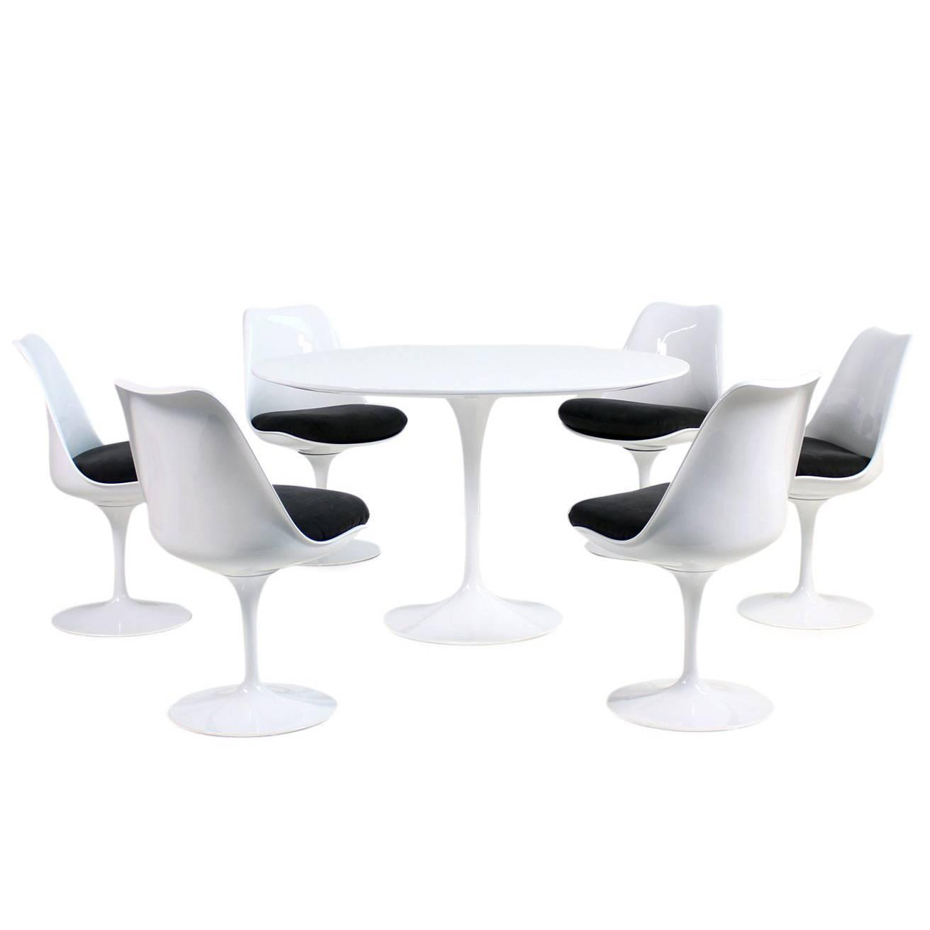 Table With Chairs 1960s Eero Saarinen Tulip Dining Table And Six Swivel Chairs Knoll International