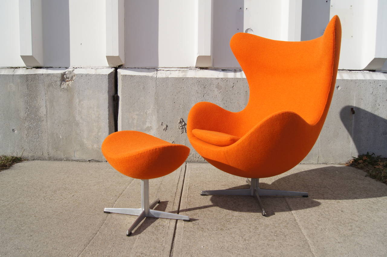 Egg Chairs Early Egg Chair And Ottoman By Arne Jacobsen At 1stdibs