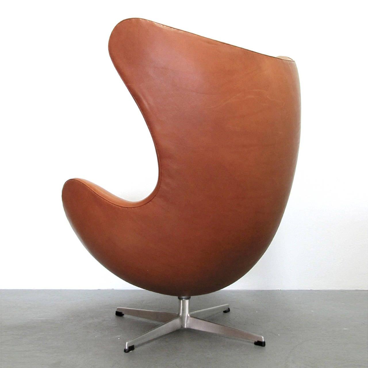 vintage egg chair the revolving arne jacobsen at 1stdibs