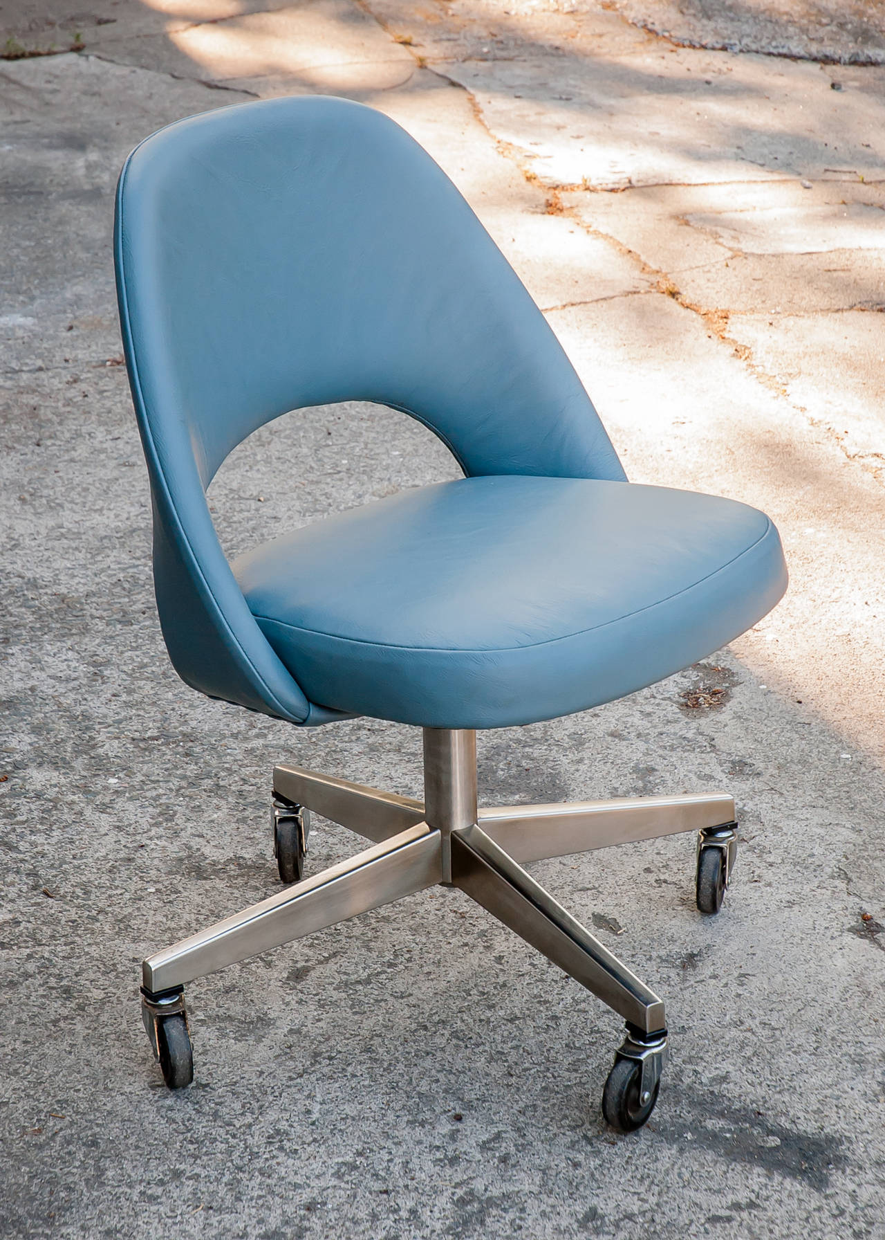 desk chair with wheels cheap lift chairs vintage saarinen leather casters at 1stdibs