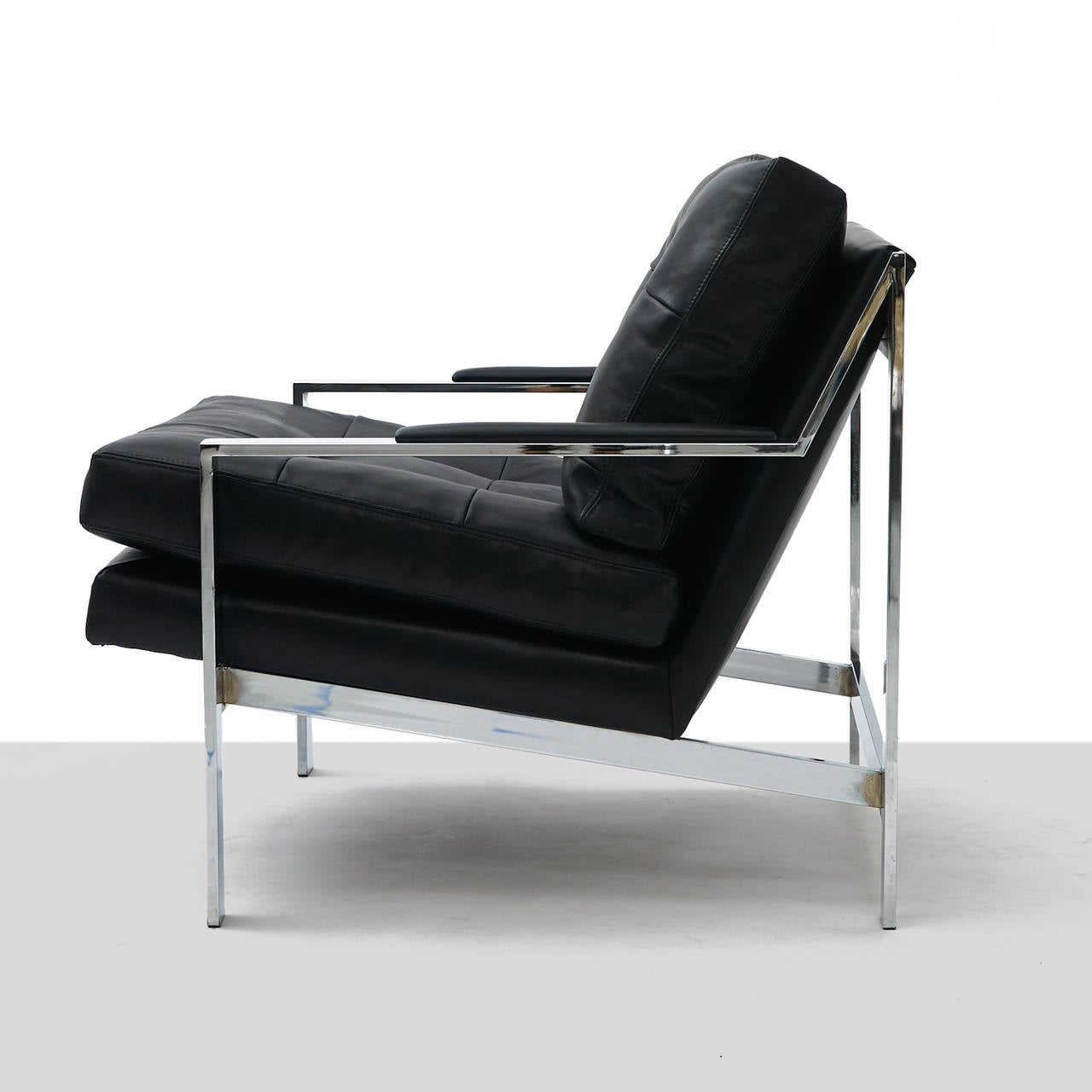 Black Leather Lounge Chair Pair Of Black Leather And Chrome Lounge Chairs At 1stdibs