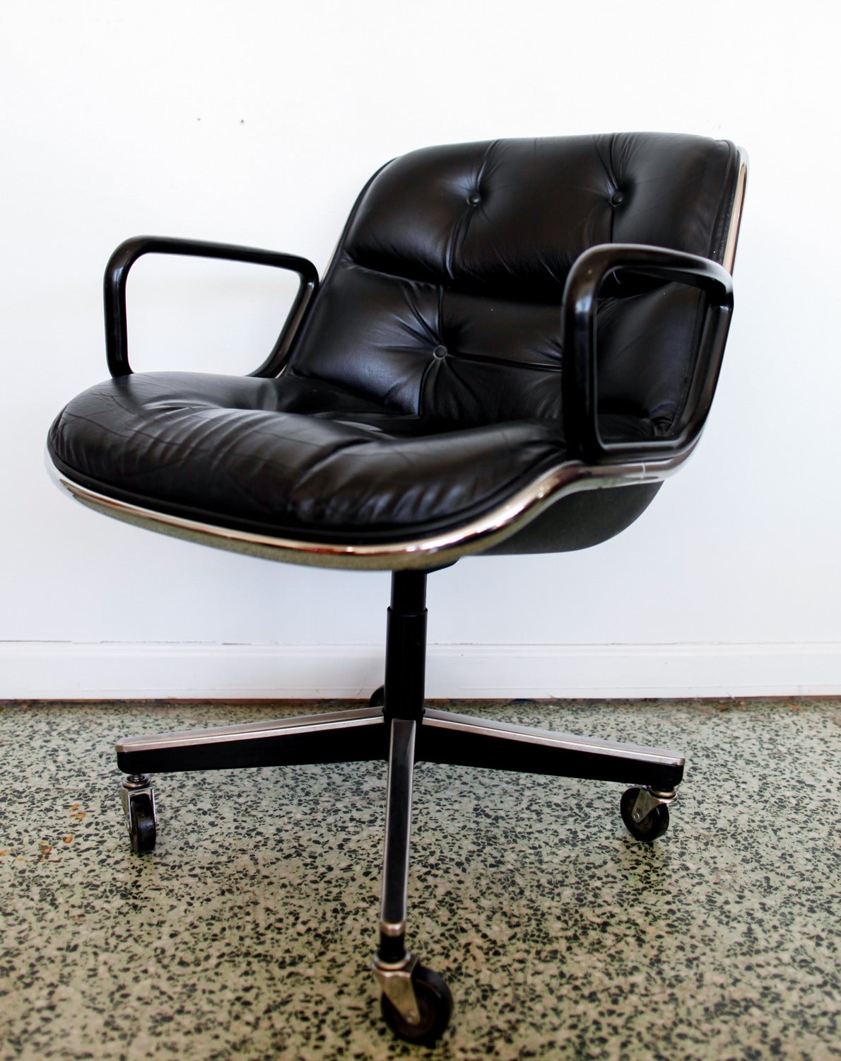 Charles Pollock Chair Black Executive Chair By Charles Pollock For Knoll At 1stdibs
