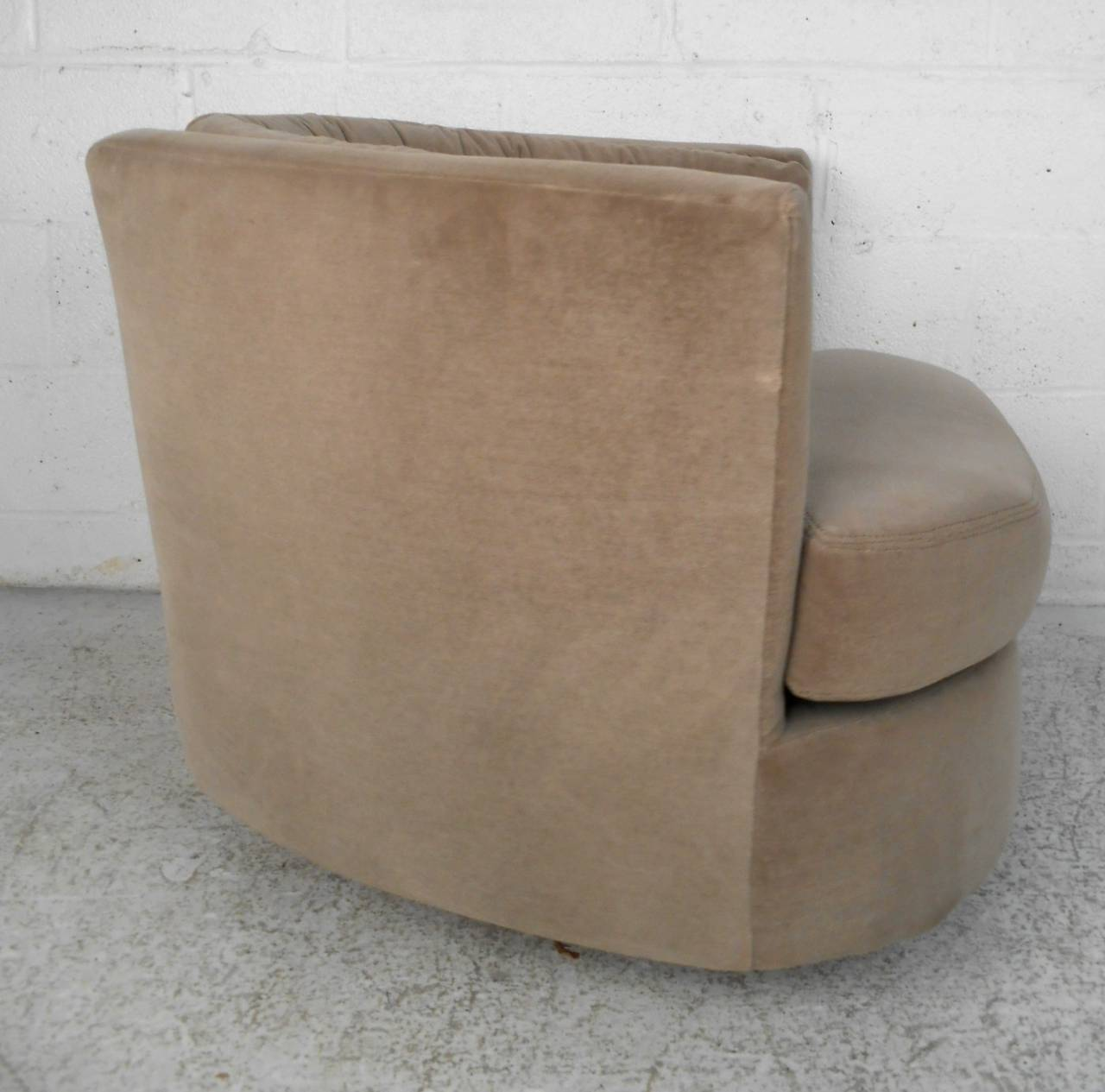 Modern Barrel Chair Mid Century Modern Milo Baughman Style Barrel Back Swivel