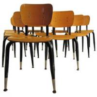 Round Midcentury Saucer Chair For Sale at 1stdibs