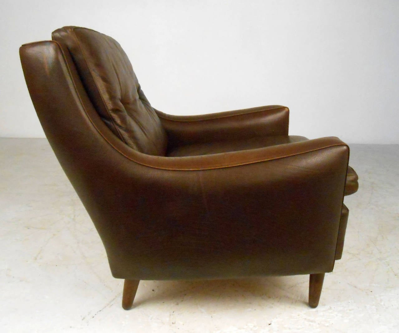 Tufted Leather Chair Mid Century Modern Tufted Brown Leather Club Chair At 1stdibs