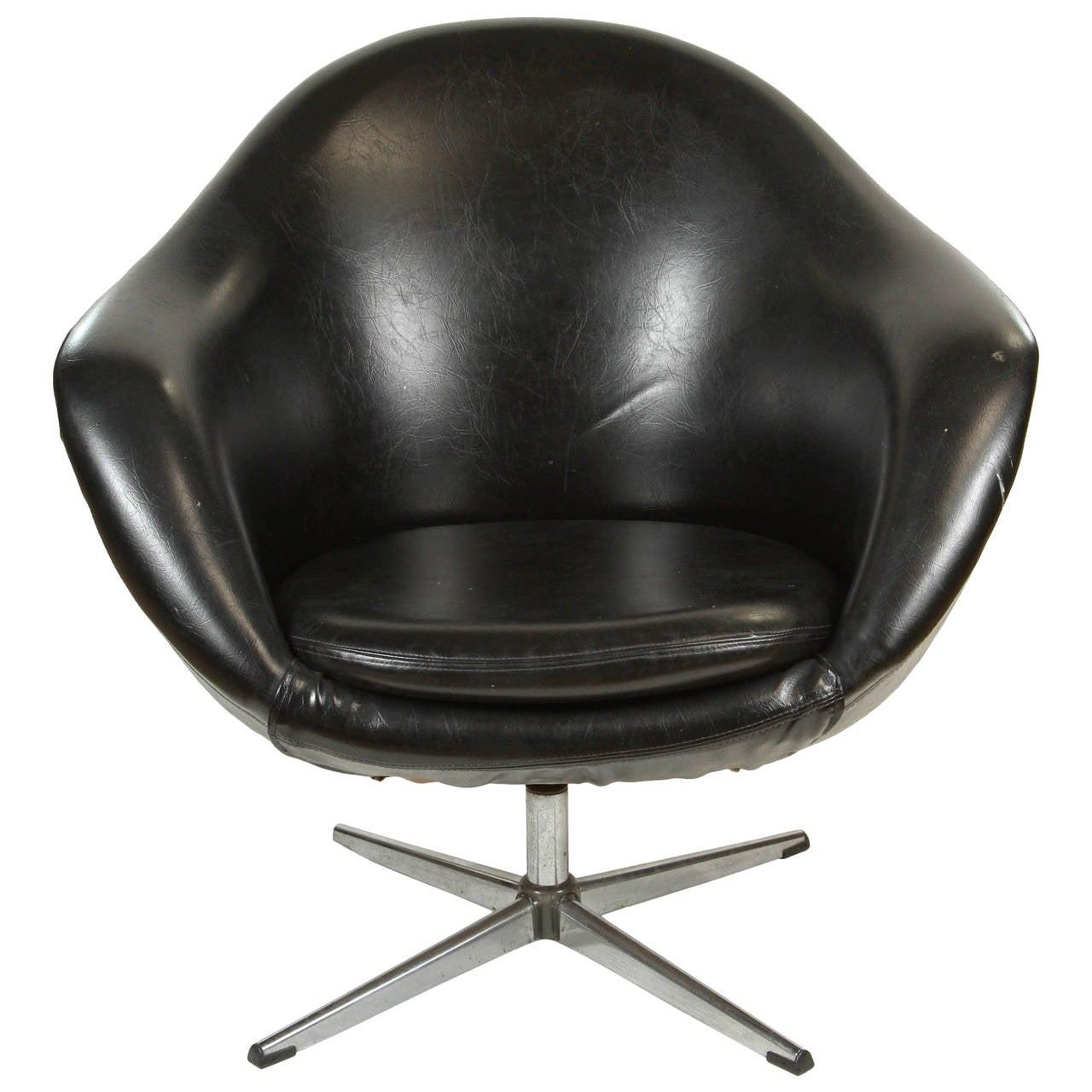 1960s Swivel Egg Chair in Black Vinyl at 1stdibs
