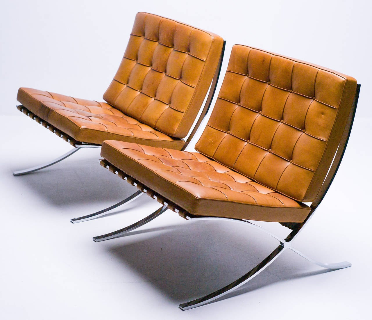 barcelona chair leather swivel chairs uk in saddle by mies van der rohe