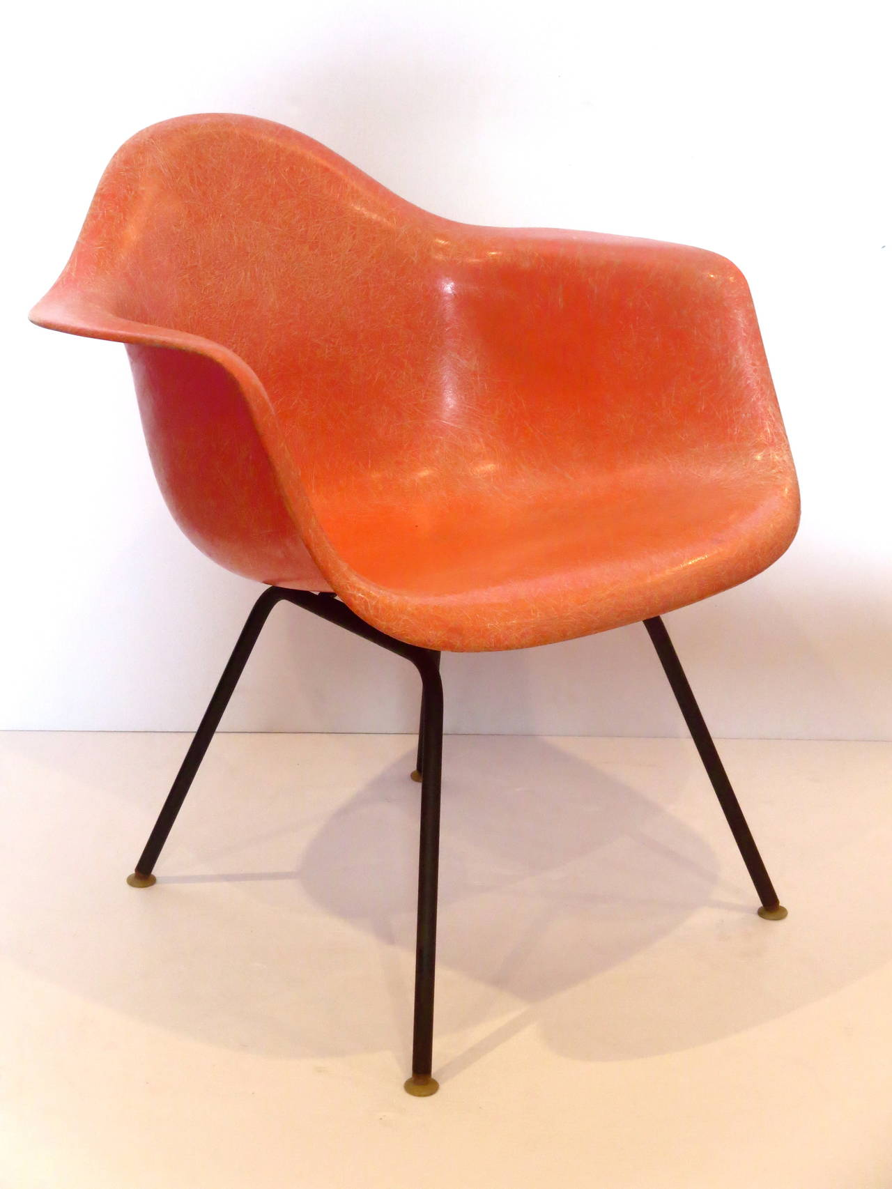 eames arm chair plastic table and set 1950s american modern fiberglass shell for herman beautiful salmon color on black steel base dated 1957