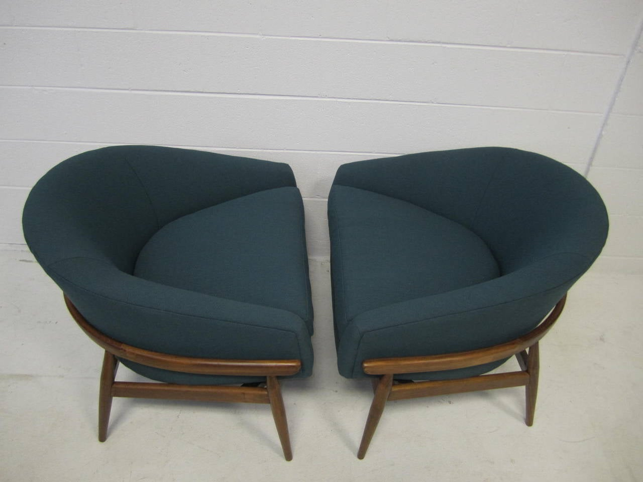 Modern Barrel Chair Amazing Pair Of Milo Baughman Wide Barrel Back Lounge