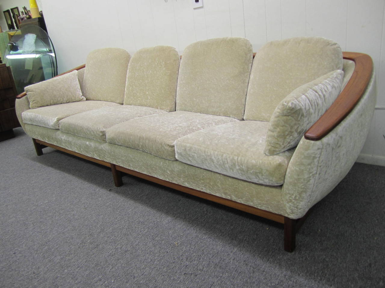 mid century style sofa canada himolla ersatzteile dazzling r huber curved back teak