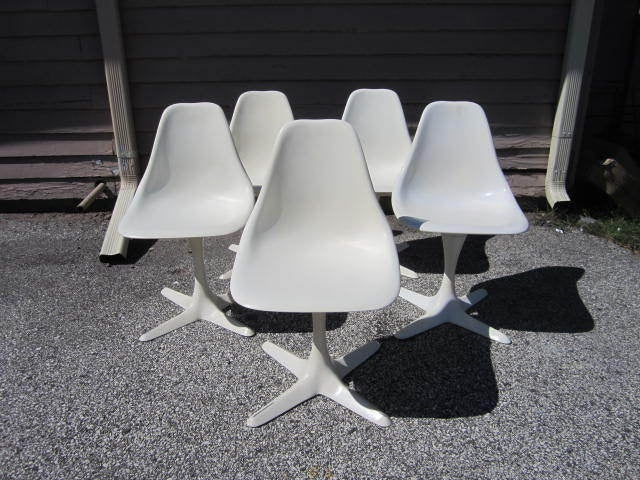 Gorgeous Set of 5 Saarineen Style Burke Chairs With Tulip