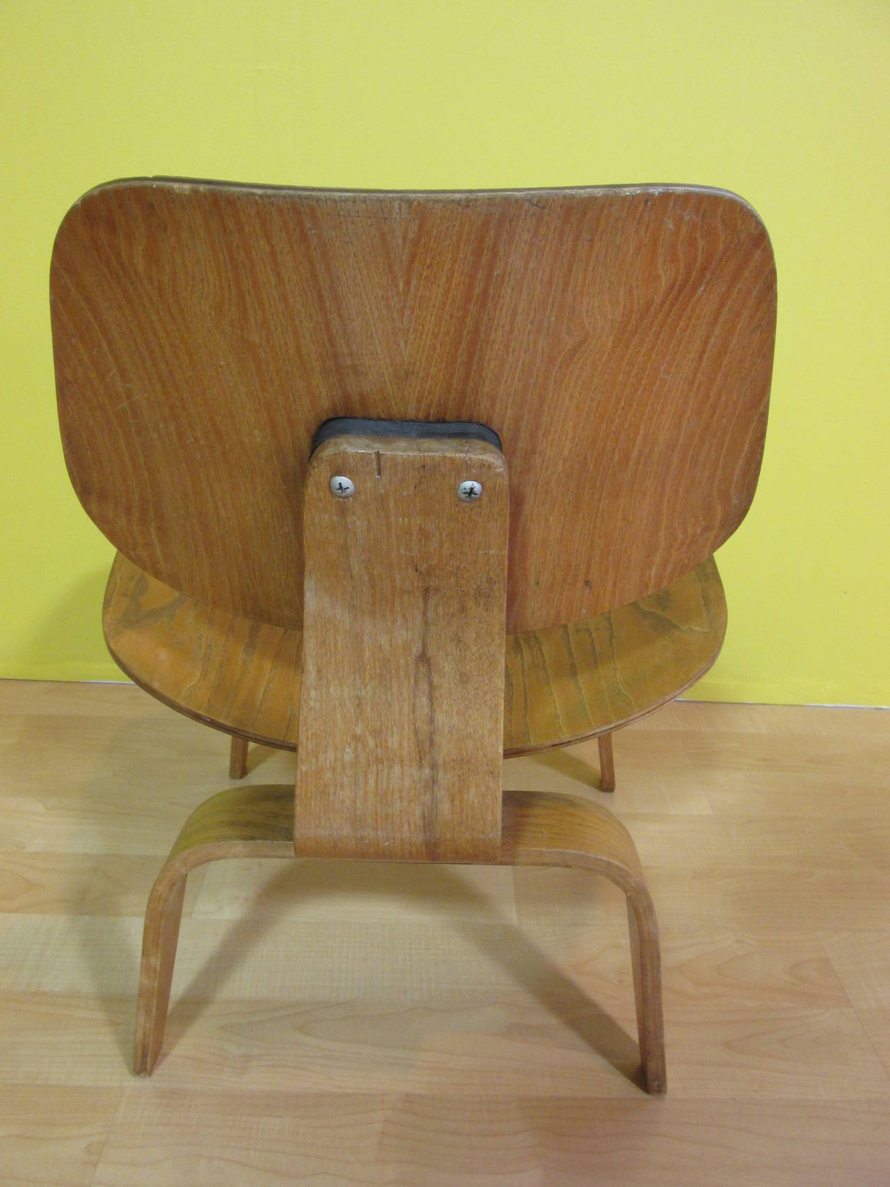 eames lcw chair dining side chairs leather molded plywood lounge evans at 1stdibs