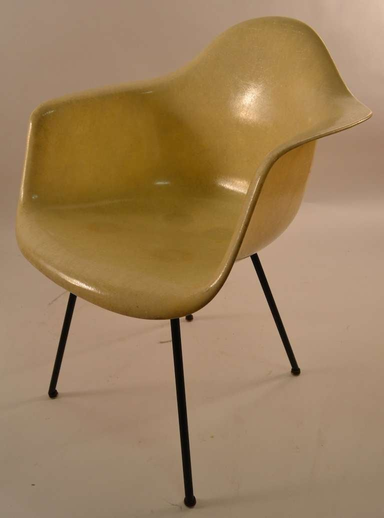 Early Eames Rope Edge Fiberglass Bucket Chair For Sale at