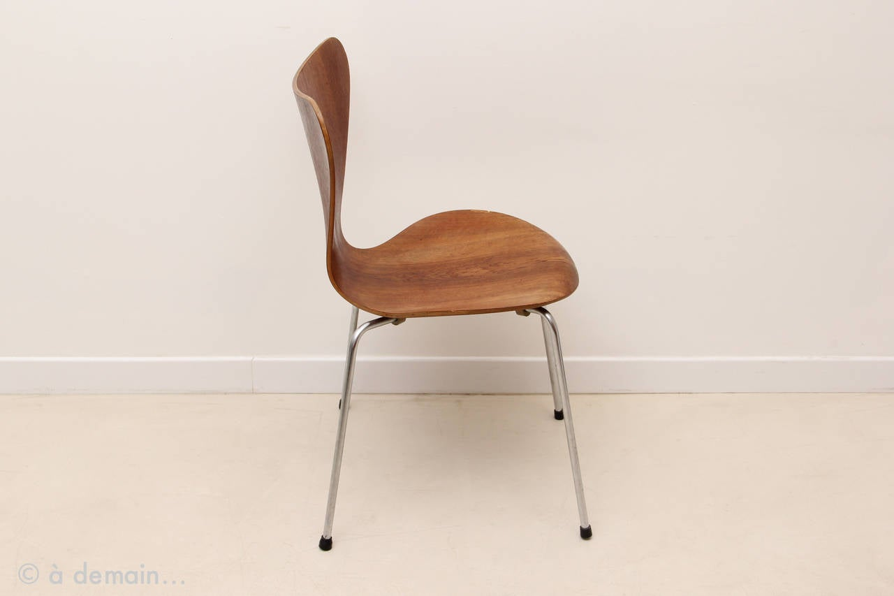 jacobsen egg chair leather round base